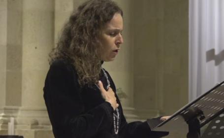 Sotia premierului Dacian Ciolos a cantat muzica sacra in Catedrala Romano-Catolica din Alba Iulia. Scopul evenimentului
