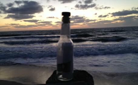 A gasit pe plaja o sticla cu un mesaj in ea, iar ce a citit i-a rupt inima in doua. A cui era scrisoarea