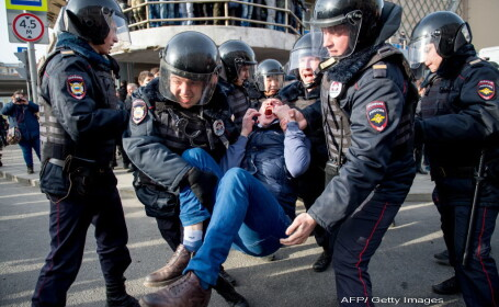29 de manifestanti arestati la Moscova, in timp ce Medvedev schiaza la Soci, flancat de bodyguarzi: \