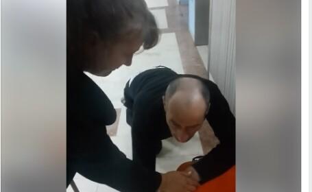 Imagini SOCANTE intr-un spital din Bucuresti: bolnav lasat in genunchi in fata liftului. Pozitia oficiala a unitatii medicale