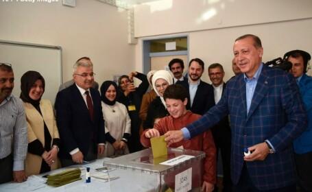 Erdogan voteaza la referendum
