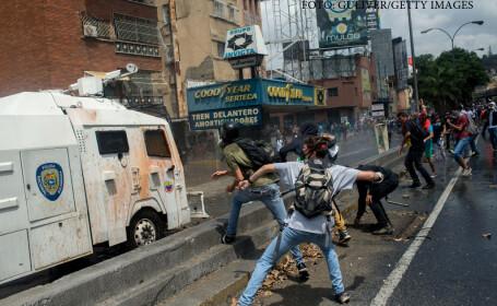 Bilantul protestelor din Venezuela a crescut la 23 de morti. Aproape jumatate au fost ucisi cand incercau sa fure paine