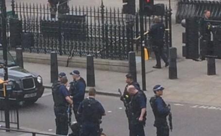 Un barbat cu un rucsac plin cu cutite, arestat langa Parlamentul britanic. Tanarul era cunoscut de ofiterii MI5