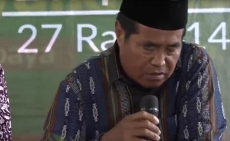 Un indonezian a murit in timp ce citea din Coran, in timpul unei transmisiuni in direct. VIDEO
