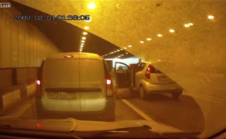 A coborat din masina, intr-un tunel, dar a uitat sa traga frana de mana. Ce a patit femeia cand vehiculul s-a pus in miscare