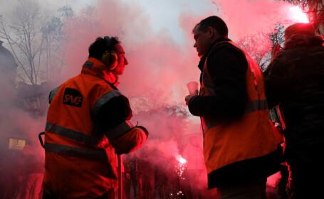 Franța, paralizată de greva lucrătorilor feroviari și aerieni