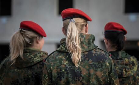 Femei militar