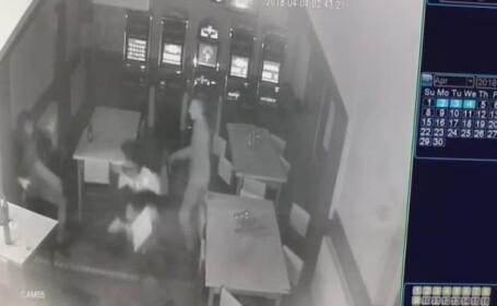 Bărbat bătut cu sălbăticie într-un bar din oraşul Beclean