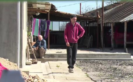 Un bărbat din Argeş s-a trezit cu mascaţii la poartă. Ce ascundea în grajd