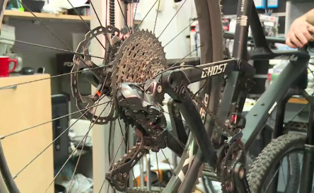 Tot mai multe biciclete, duse la revizie, în această perioadă. Cât costă aceste servicii