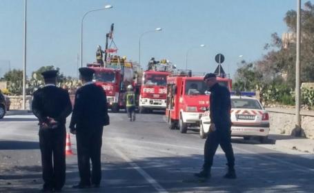 2 turiști au murit, iar șase sunt grav răniți, în Malta. Un autobuz fără acoperiș a lovit crengile unui copac