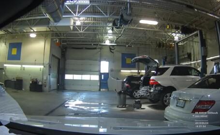 Și-a dus Mercedesul la service și a uitat camera de filmat deschisă. Ce a descoperit. VIDEO