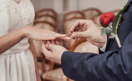 O femeie de 72 de ani s-a căsătorit cu un tânăr în vârstă de 19 ani