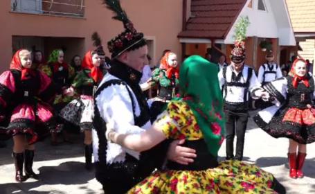 Sezonul nunților de 3 zile în Țara Oașului. Sumele uriașe pe care le cheltuie familiile