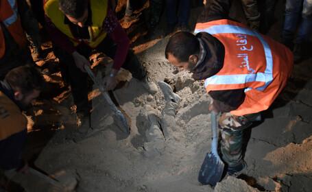 Zeci de cadavre, descoperite într-o groapă comună în oraşul Raqqa