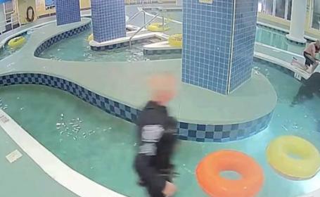 copil piscina