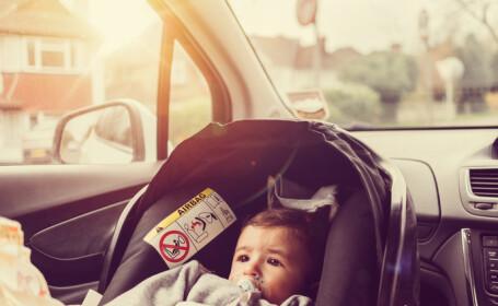 Bebeluș de opt luni, blocat într-o mașină. A fost nevoie de intervenția pompierilor