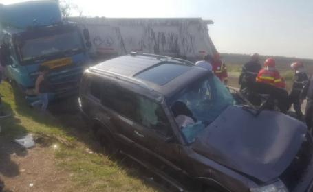 Coliziune brutală între o mașină și un TIR. Cum a ajuns mastodontul pe contrasens