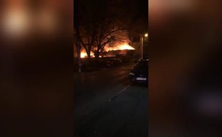 Alarmă în Capitală. O casă din Sectorul 2 a fost cuprinsă de flăcări violente