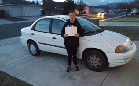 La 13 ani, un adolescent i-a cumpărat mamei sale o mașină. Cum a reușit