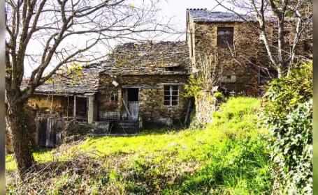 Un întreg sat din Spania se vinde la preţul unui apartament în Bucureşti