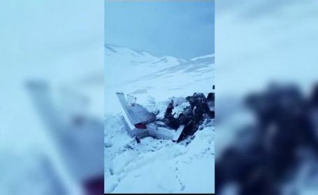 Familie decimată după prăbușirea unui avion de mici dimensiuni, în munți