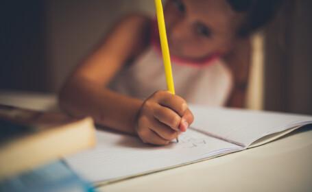 Metoda găsită de o fetiță, pentru a nu mai merge la școală. Reacția părinților