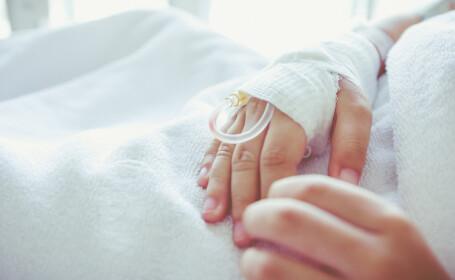 Un copil a ajuns la spital, după ce a stat 6 ore în fața calculatorului. Ce spun medicii