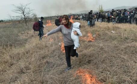 Ciocniri violente între poliția elenă și migranți, în urma unor informații false. FOTO