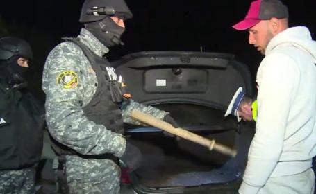 Reacţia unui şofer prins de poliţie cu o bâtă de baseball la el. \
