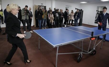 Viorica Dancila joaca ping pong