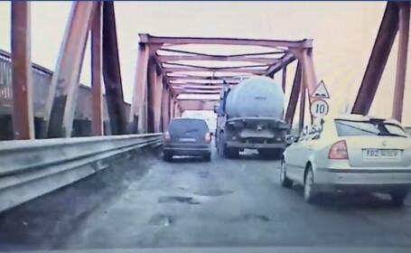 Gest terifiant al unui austriac. Cum a fost găsit pe podul de la Mărăcineni