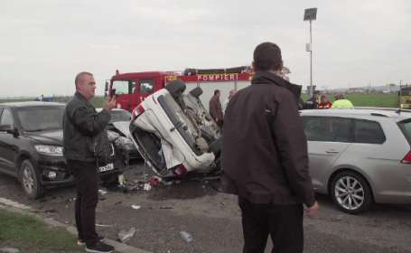 Carambol cu 5 mașini în Ploiești. Șase oameni au suferit răni ușoare