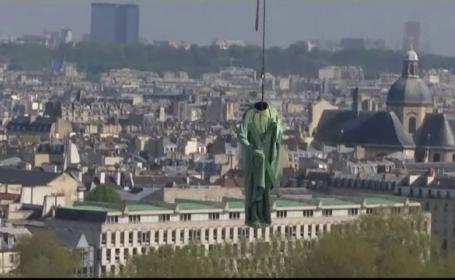 Motivul pentru care capetele unor statui din Paris au fost scoase