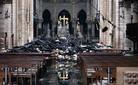 Primele imagini din interiorul Catedralei Notre Dame, la o zi de la incendiul devastator