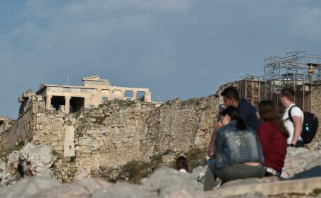 Patru oameni răniţi de fulger în Atena, pe Acropole. \