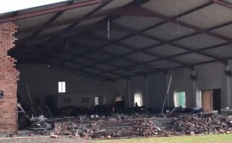 Cel puţin 13 morţi, după ce acoperișul unei biserici s-a prăbușit în timpul slujbei