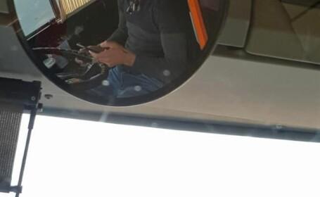 Șofer de troleibuz, filmat în timp ce făcea plăți online la volan, în Capitală. Reacția STB