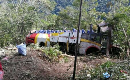 Zeci de morți și răniți, după ce un autocar s-a răsturnat într-o râpă de 200 metri. VIDEO