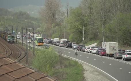 """Ministrul Transporturilor: Nu există """"soluţii magice"""" pentru decongestionarea traficului pe Valea Prahovei"""