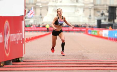 Momentul în care o sportivă se prăbușește înainte de linia de sosire. Cum a terminat cursa