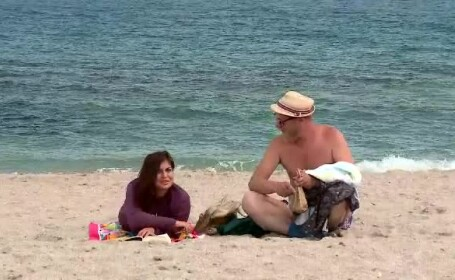 """Reacția unei turiste din Vamă întrebate dacă tânărul care a venit lângă ea """"are succes"""""""