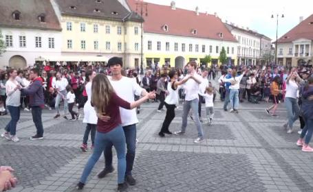 """Ziua internaţională a dansului, sărbătorită în stradă. """"Nu ştii când te invită cineva"""""""