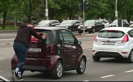 Motivul pentru care un bărbat a împins 107 de km o mașină care funcționa