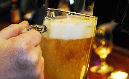Cehii nu mai beau bere la halbă din cauza coronavirusului