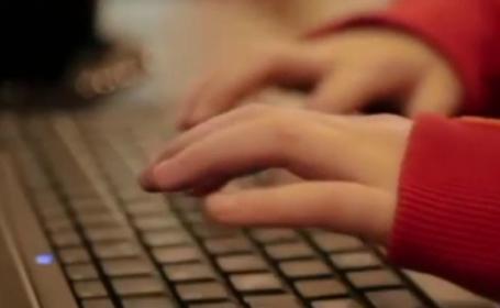 Cum vă feriți copiii de pedofilii online. Activitatea prădătorilor, în creștere