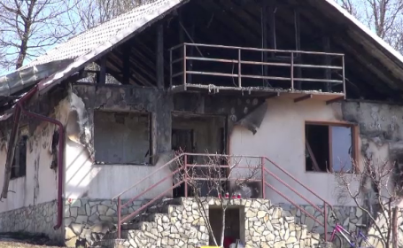 Sfârșit tragic pentru un bărbat din Neamț. A murit carbonizat la ieșirea din casă
