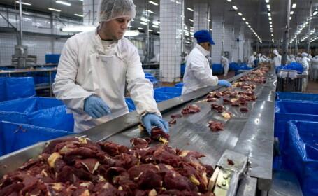 Efect nebănuit în criza coronavirusului. Producătorii de carne din SUA, în pericol
