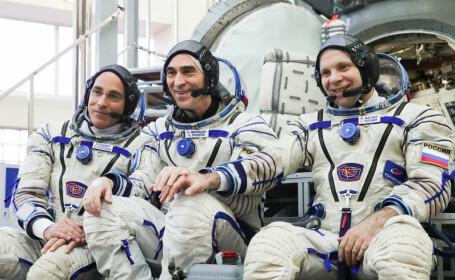 Astronauții Christopher Cassidy, Anatoly Ivanishin și Ivan Vagner