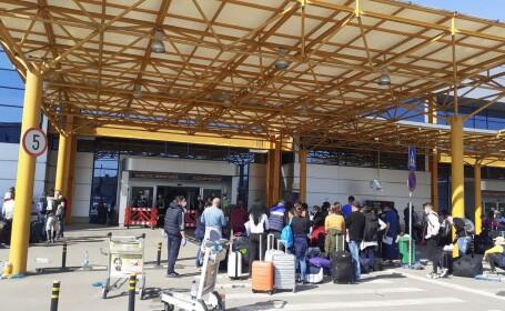 Sute de români se înghesuie pe aeroportul din Cluj ca să plece în Germania. S-a deschis dosar penal